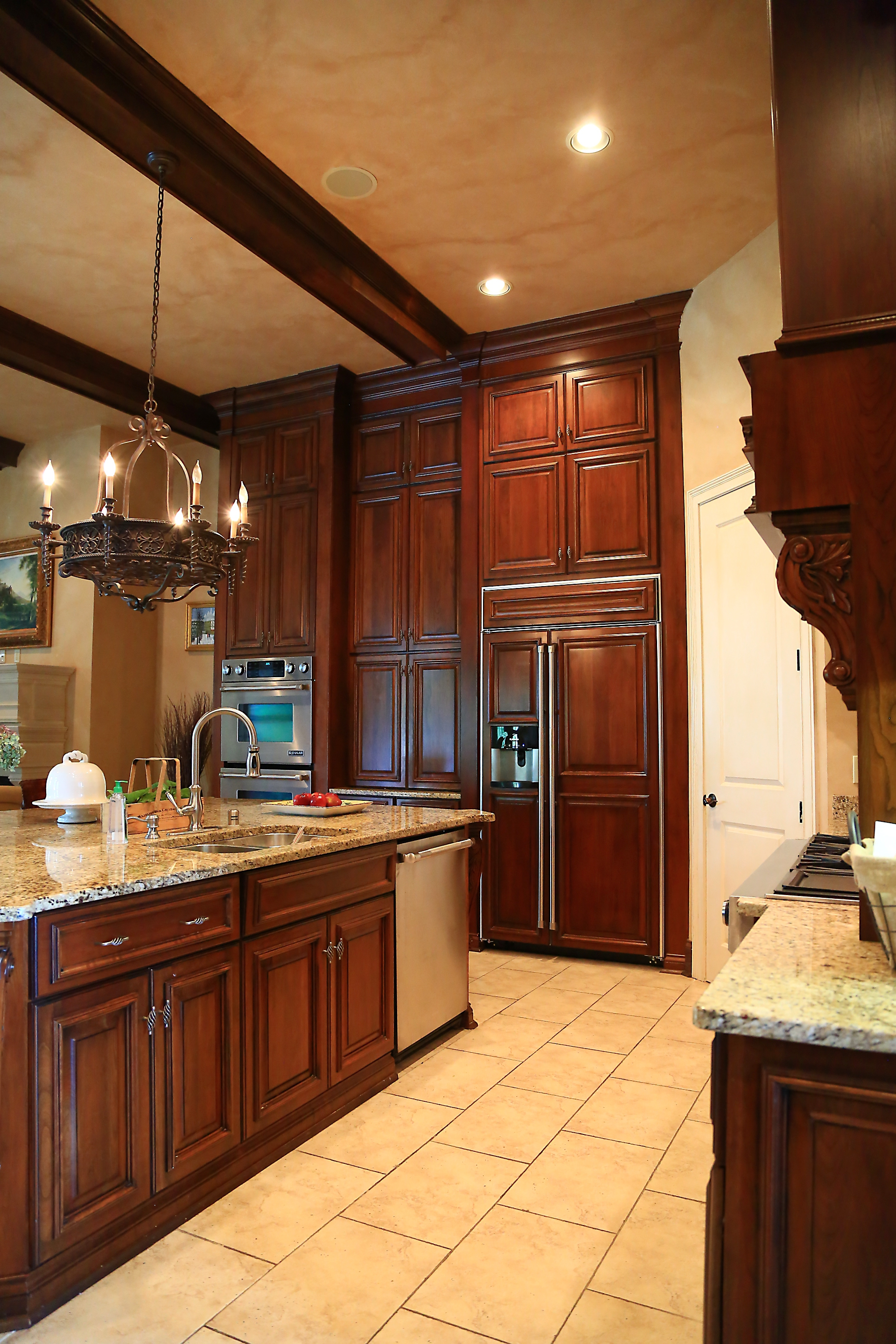 Gallery kitchen cabinetry classic kitchens of for Custom built kitchen cabinets